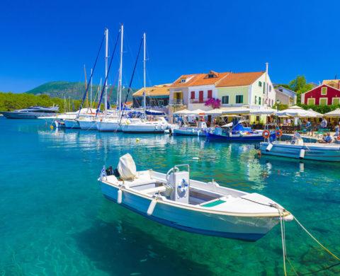 Mit dem Bootsführerschein können Sie Ihre Bootsfahrt im Urlaub genießen